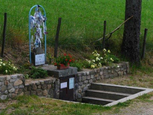 Fontaine à loques mirauleuse Notre Dame d'Espinasse
